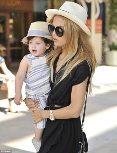 article 2186845 147CD1FE000005DC 10 634x827 Exclusive! Rachel Zoe Talks Common Style Mistakes Moms Make