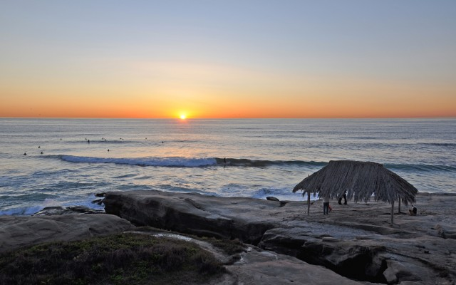 Windansea-Beach-Hut-La-Jolla-Sunset-640x400